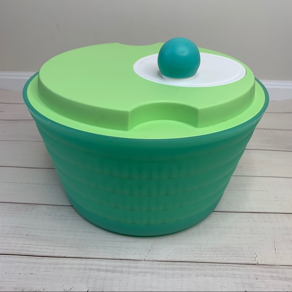 Green salad spinner and strainer | Tupperware